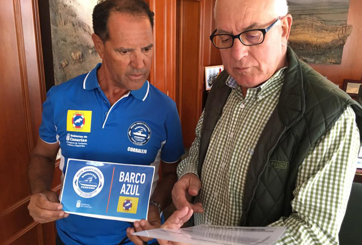 Barracuda Perdomo recibe el distintivo de Barco Azul